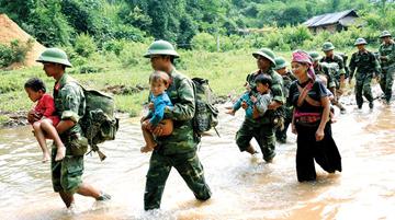 Mở đầu bài Bình Ngô đại cáo Nguyễn Trãi viết:  Việc nhân nghĩa cốt ở yên dân  Quân điếu phạt trước lo trừ bạo.  Em hãy bình luận ý kiến trên